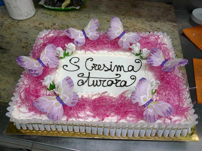 Torte gelato per cerimonie for Decorazioni torte per cresima